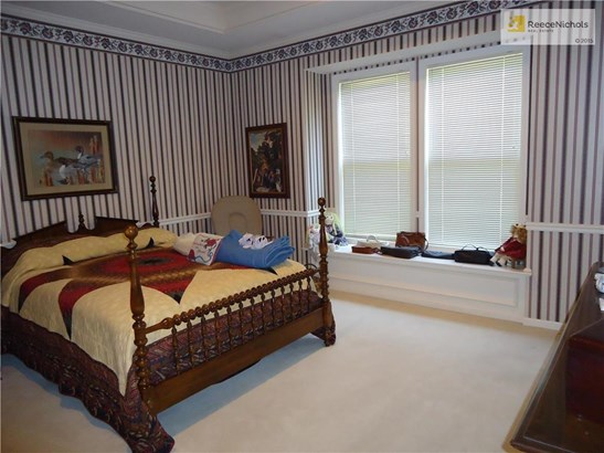 Master Bedroom with window seat (photo 4)