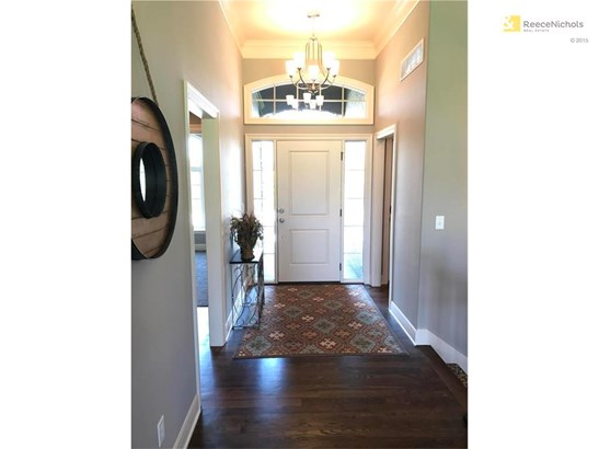 Entryway to office or secondary bedroom/bath! (photo 2)