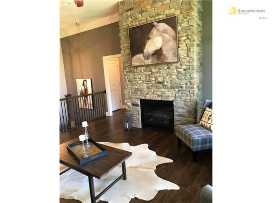 Grand space to relax or entertain! (Floor to ceiling stone fireplace!) (photo 5)