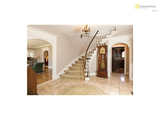 Sweeping staircase in lovely foyer (photo 3)