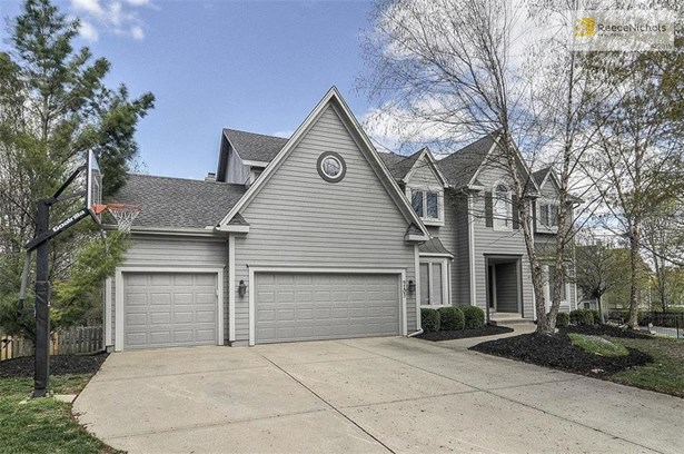 Cul-de-sac, saltwater pool, oversized lot, remodeled kitchen...don't miss out!