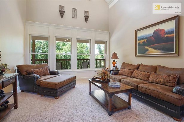 Family room with private treed view (photo 5)