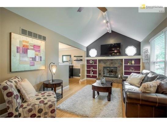 Hardwood floors & built-ins (photo 3)