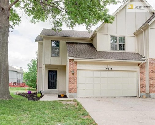 Updated 3 bedroom, 2.5 bath duplex located in a cul de sac with a large backyard. (photo 1)