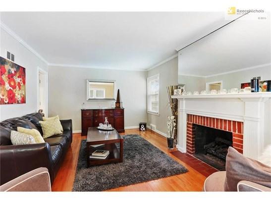 Living Room w/ fireplace (photo 3)