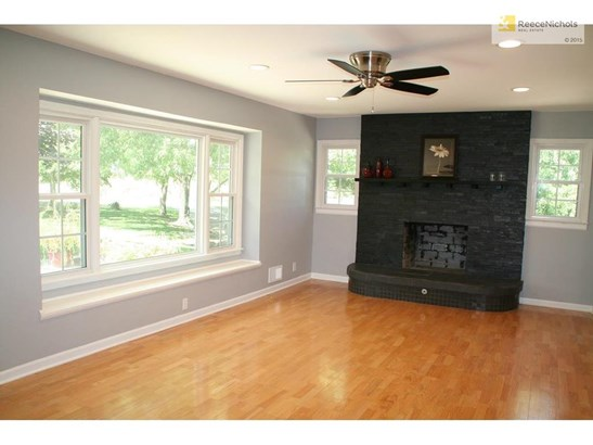 Light and bright living room features window seat, new ceiling fan, hardwood floors and fresh faced stone fireplace. All providing a new and modern look to home. (photo 4)