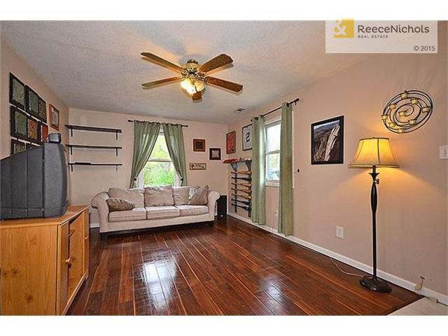 Living room. (photo 3)
