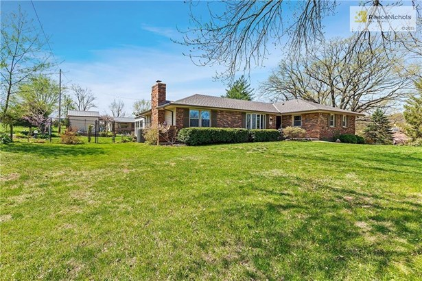 Completely Updated RRanch Style Home on 3.8 Acres m/l (photo 3)