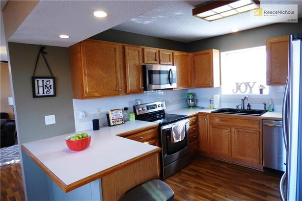 Newer appliances and plenty of counter space and storage!  Room to eat at the bar. (photo 5)