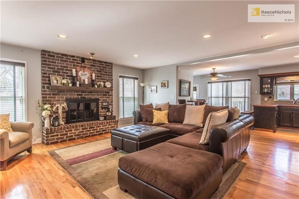 Family Living Room with Fire Place (photo 4)