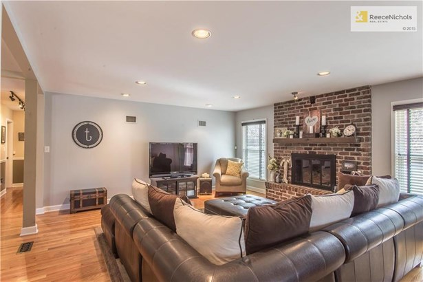 Family Living Room with Fireplace (photo 5)