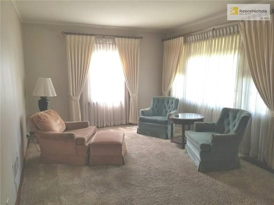 Large living room.  Window coverings and chairs can stay (photo 3)