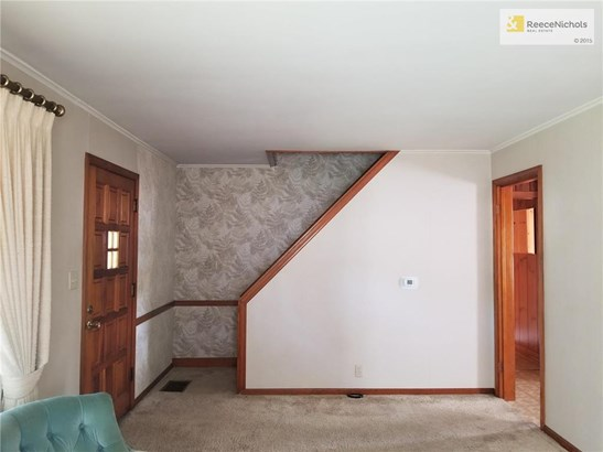 Upstairs are 2 bedrooms and bath (photo 4)