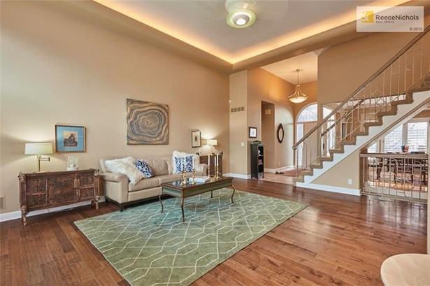 Gracious great room with floor to celling windows (photo 2)