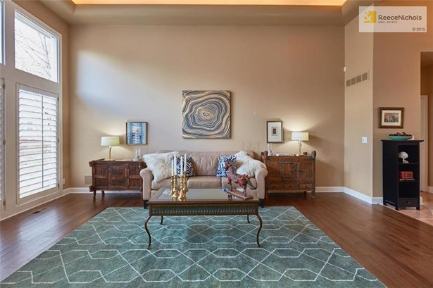 Tons of natural light in this living space + gleaming NEW hardwood flooring (photo 3)