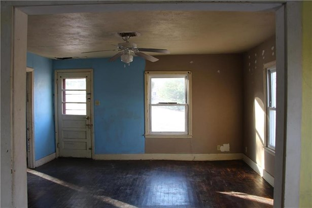 1102 E South Street, Harrisonville, MO - USA (photo 5)