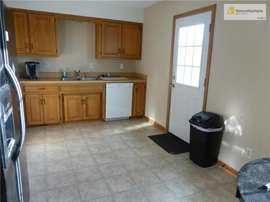 1303 Valley Woods Court, Grain Valley, MO - USA (photo 5)