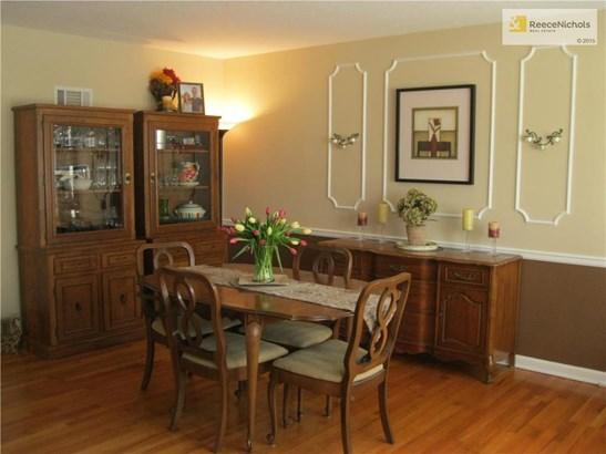 Dining room (photo 2)