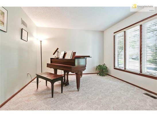 Music Room/Office or Den off of entry (photo 4)