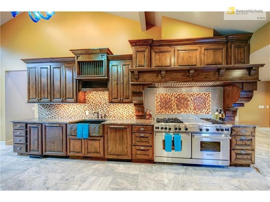 The Wolf stainless steel gas stove with 6 burners, grill, griddle AND double ovens is a chef's dream when preparing meals for family or when entertaining guests. (photo 5)