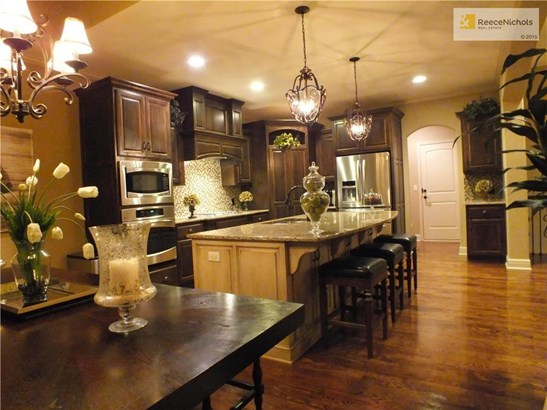 Open design makes this elegant home perfect for entertaining. (photo 3)