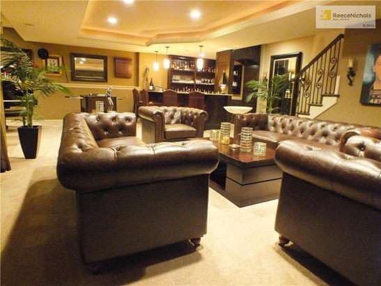 Plush family room ready for entertaining! (photo 5)