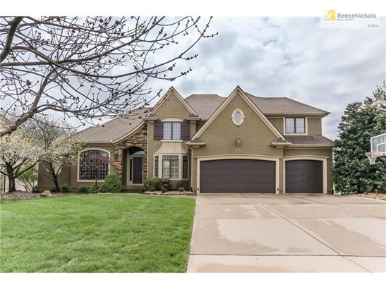 Lovely Timberstone Home. Charming roof slope, new garage doors, bay window at dining room and triple at study. Front is North so back enjoys lovely southern views. (photo 2)