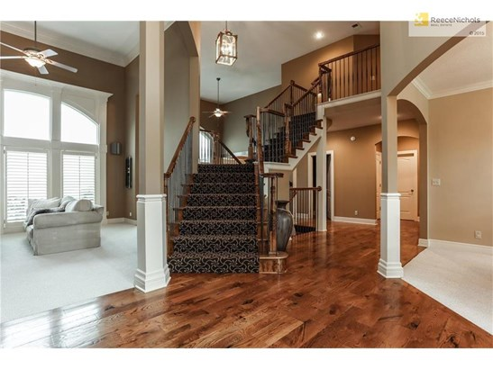 Beautiful Center Staircase with front and back entry. Wide planked hardwoods, soaring ceilings and so much more. (photo 5)