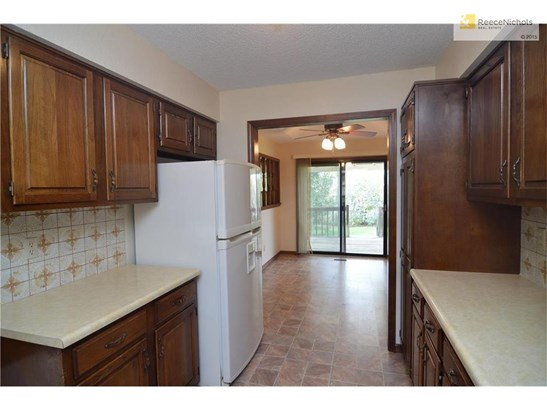 Lots of Cabinet and Counter Top Space (photo 4)