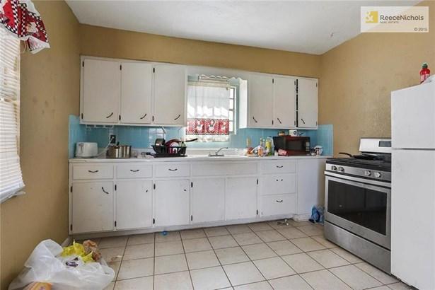 Unit 1 Kitchen (photo 4)