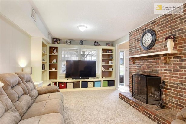 large family room (photo 5)