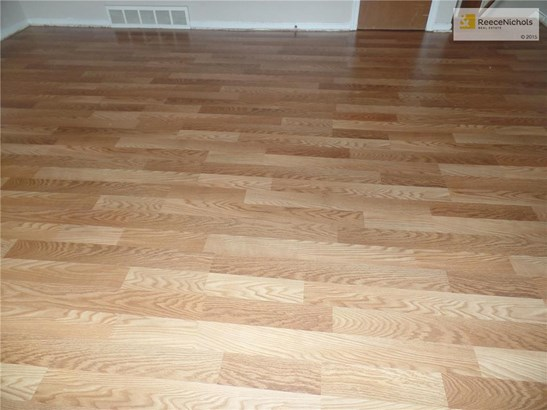 New laminate flooring in upstairs living room and hallway! (photo 5)