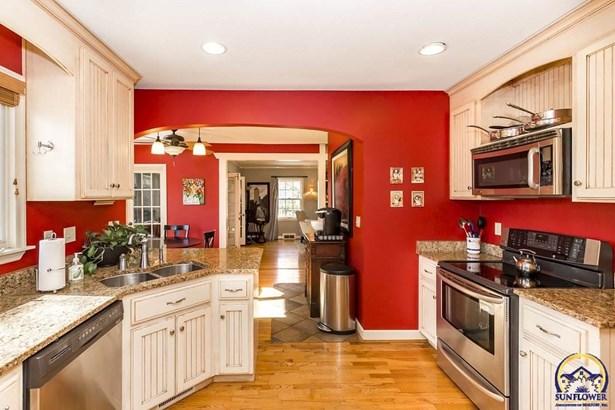 1503 Stratford Rd , Lawrence, KS - USA (photo 5)