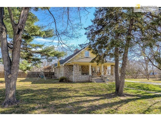 Home sits on a large half acre parcel (three lots).  Plenty of room enjoy your space. (photo 3)