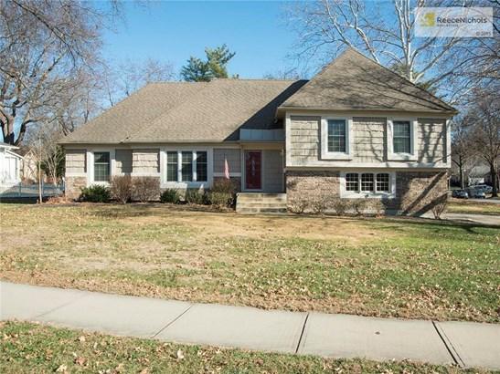 Welcome Home to 9209 Roe Avenue in Prairie Village's Kenilworth Neighborhood (photo 1)