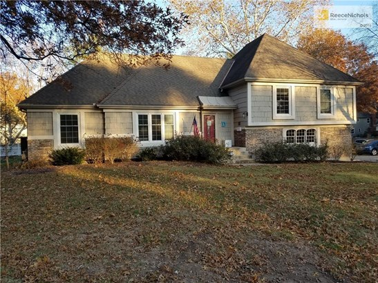 Corner lot in coveted Kenilworth subdivision at 92nd Terrace and Roe Avenue. (photo 2)