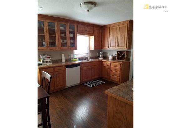 Open concept kitchen. (photo 4)