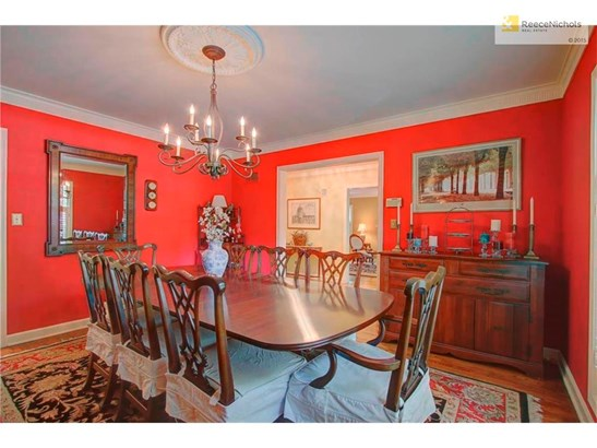 Your dining room is the perfect place for your family and friends to gather. (photo 4)