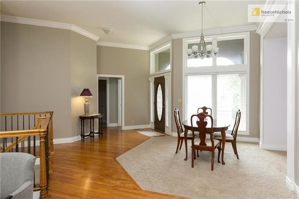 Living Room with beautiful built ins. (photo 5)