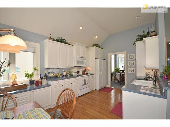 Tall cabinets, vaulted ceilings, hardwood floors and lots of counter space (photo 5)