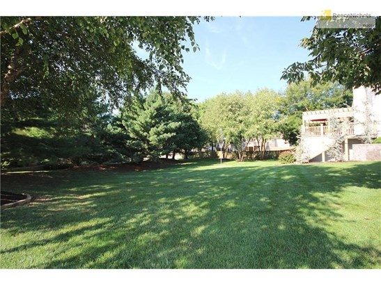 Huge Side Yard Due Double Lot.  Plenty of Room to Play! (photo 5)