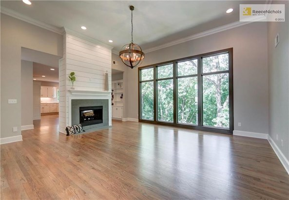 Vaulted ceilings, hardwood floors and huge windows looking out to gorgeous views! (photo 3)