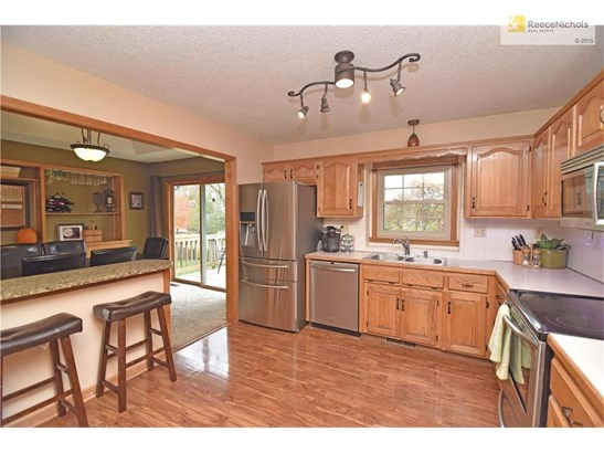 Open kitchen with granite breakfast island and stainless appliances (photo 4)
