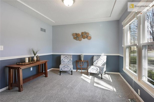 Sitting room, can be used as a formal dining (photo 3)