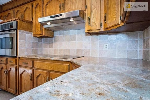Granite counter tops and tile backsplash (photo 5)