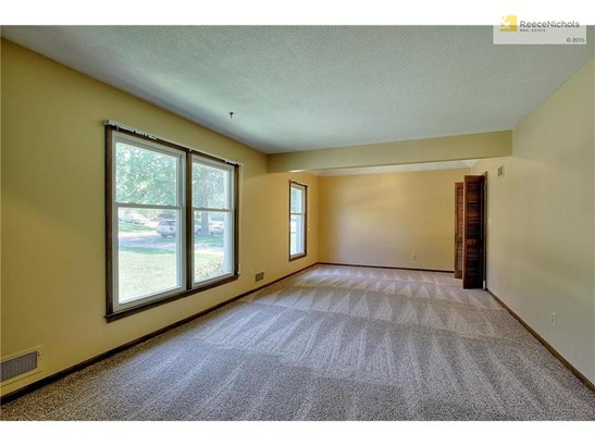 BRAND NEW CARPET IN FORMAL LIV & DINING ROOMS (photo 5)