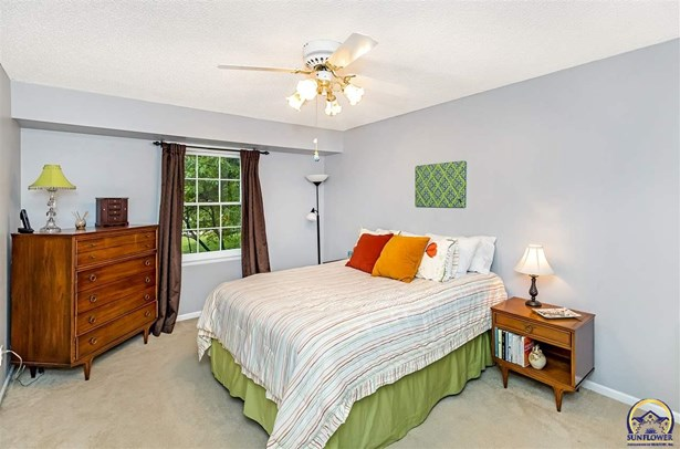 2704 Freedom Hill Ct , Lawrence, KS - USA (photo 4)