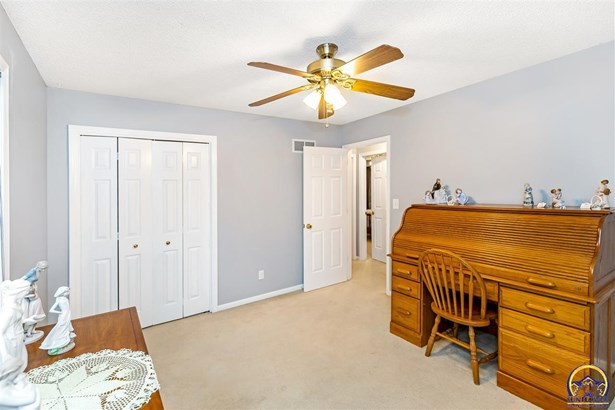 2704 Freedom Hill Ct , Lawrence, KS - USA (photo 5)