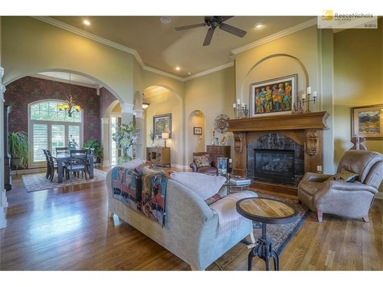 Open concept which makes for great gatherings (photo 5)