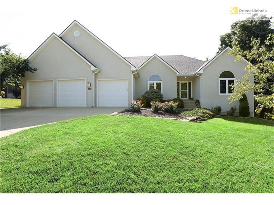 Ranch home in wonderful Walnut Woods. Enjoy one level living at its finest. Also has over 1900 finished walkout  basement with 2 egress bedrooms, Great Room, Fireplace, Full Bath and a wet bar. (photo 1)